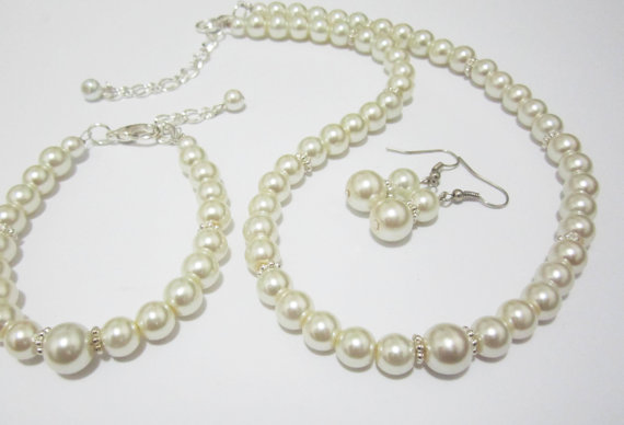 Комплект колие, обеци и гривна от естествени перли от остров Майорка