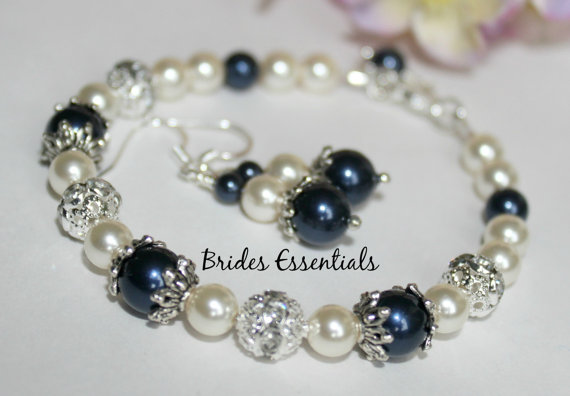 Бижута от бели естествени перли.Бижута